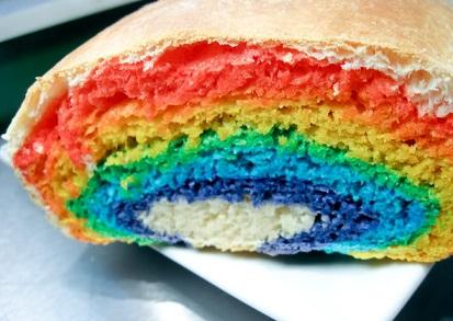לחם בצבעי הקשת