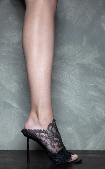 נעלי עקב תחרה