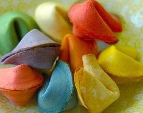 עוגיות מזל סיניות בצבעי הקשת